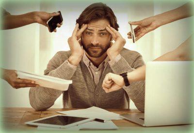 stresszelő férfi