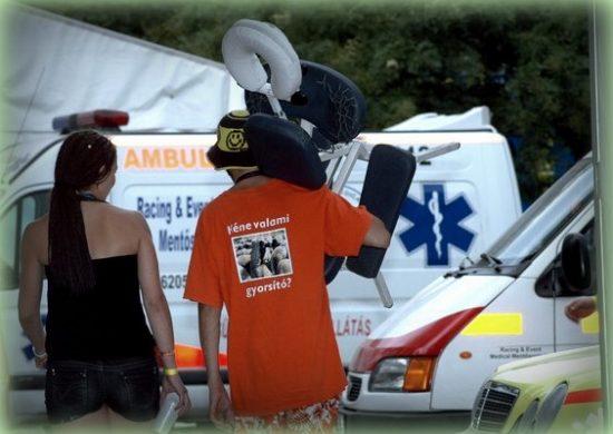 Masszázsszékkel a mentők közt - Sziget Fesztivál 2011