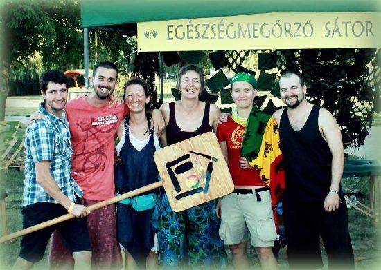 Rendezvény masszázs - Az EgészségHáz csapata a Regge Campen 2017-ben.